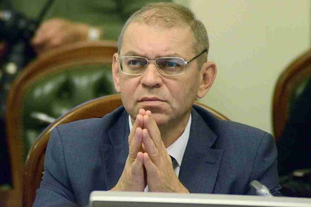 Пашинський терміново залишає Україну