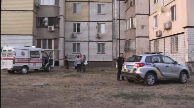 """Під Дніпром розслідують таємничу загибель школярки: """"Вистрибнула з вікна через двійку"""""""