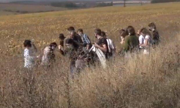 Тернопільських студентів вигнали в поле, але пари не скасували