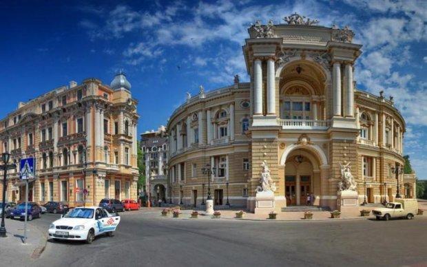 В Одесі авто протаранило пішоходів, є постраждалі