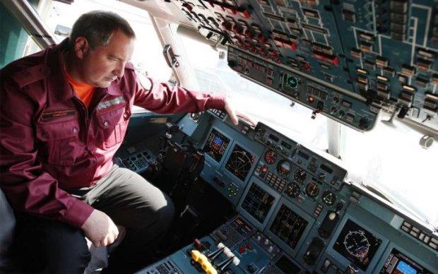 Клубы черного дыма: в России загорелся самолет полный пассажиров