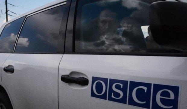 Спостерігачі ОБСЄ тричі потрапили під обстріл на Донбасі