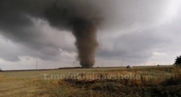 Дахи вирвані з коренем, люди втратили будинки - слідом за пожежами Україну атакував торнадо
