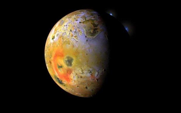 Приведение на поверхности Юпитера попало в объектив камеры