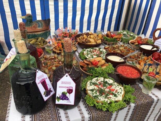 Нагодували пів міста: під Вінницею пройшов фестиваль картоплі, смачні кадри