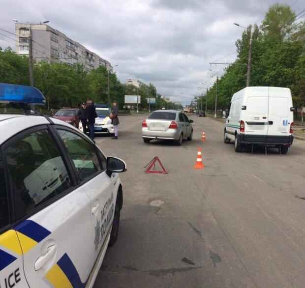 Моторошна аварія в Одесі забрала життя двох людей, не поділили дорогу: медикам залишалося лише одне