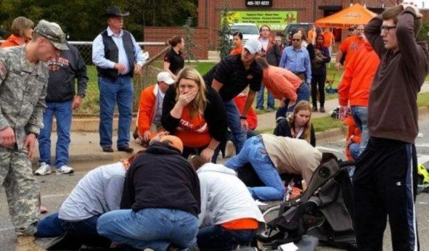 Трагедия в США: жертвами наезда авто на толпу людей стали четверо