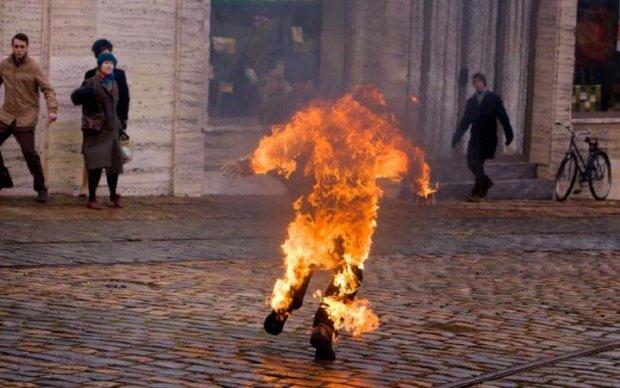 Довели: участник АТО пытался сжечь себя в центре города