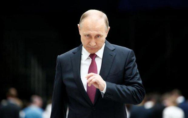 Путин стягивает войска и тяжелую технику в Кремль: что происходит