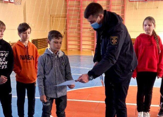 Школяр врятував дитину, фото: ДСНС Миколаївської області