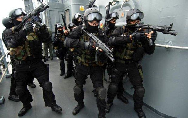 СБУ проти податкової: в офісі Продана коїться хаос, охорону спустили на спецназ