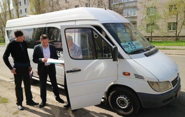 В Николаеве спортсмен проучил подорванного маршрутчика, обидевшего детей: жесткое видео