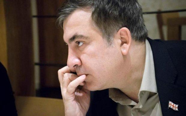 Это идиотизм: соцсети отреагировали на лишение гражданства Саакашвили