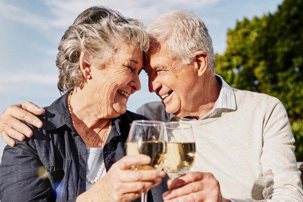 Дослідження: як келих вина впливає на здоров'я літніх людей