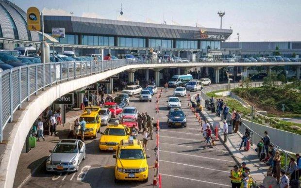 Опасный ящик с радиацией остановил работу аэропорта: что происходит
