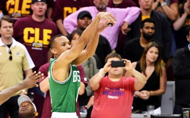 НБА: Переможний триочковий Ейвері Бредлі - найкращий момент ігрового дня