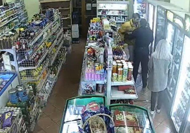 В Ужгороді хлопець влаштував бійку вночі в магазині, скріншот