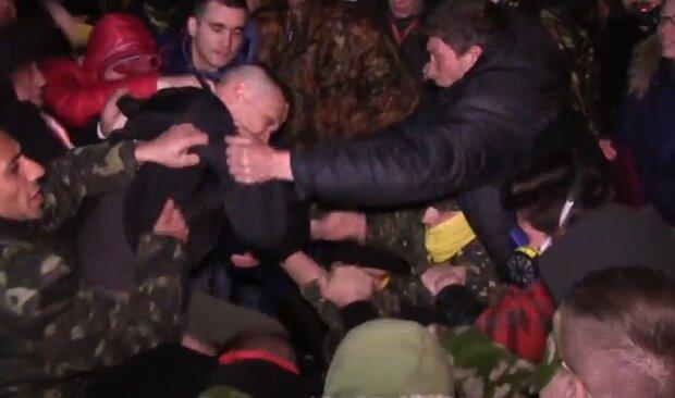 Львовский активист нарвался на поклонников Гитлера: подстерегли у дома