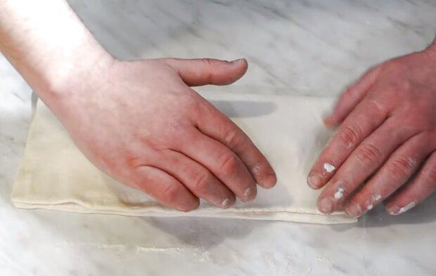 Пирог из слоеного теста с мясом и грибами: идеальное блюдо всего за пол часа