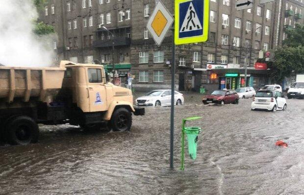 Затоплена вулиця в Харкові: Telegram Труха Харків