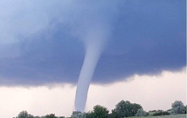 Торнадо, фото з соцмереж очевидців