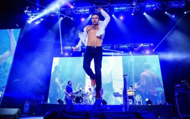 Запалили: Вакарчук на концерті втратив штани