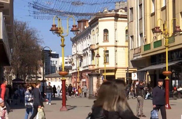 улица / скриншот из видео