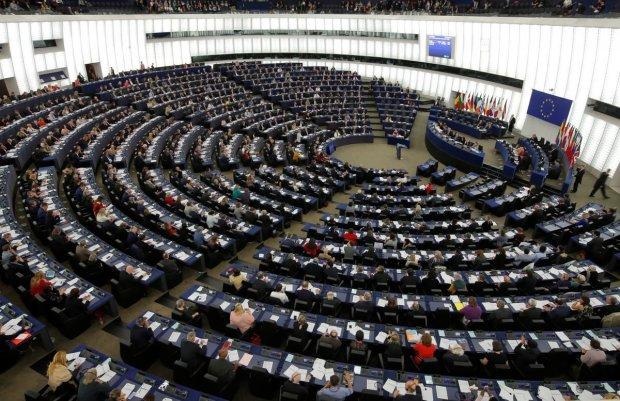 Європа накинулася на Путіна за роздачу паспортів на Донбасі