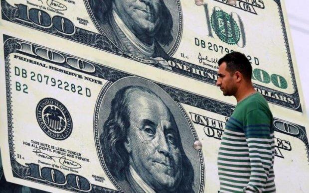 Експерт показав масштаби боргової ями українців