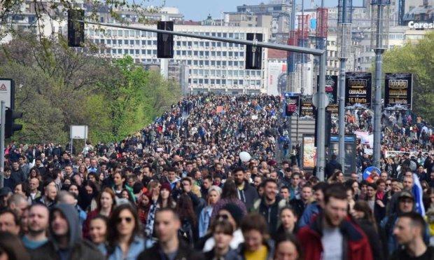 Багатотисячні мітинги охопили ще одну країну: назріває новий Майдан, фото