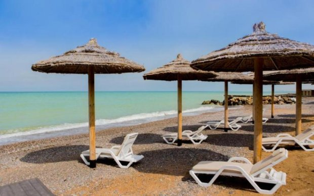 """Окупанти """"вбили"""" відомий кримський пляж: фото"""