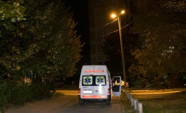 В Днепре женщина вышла в окно с 16 этажа, очевидцы поседели