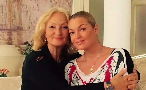 """Волочкова поздравила маму с 69-летием архивным фото: """"Сколько грязи вылить..."""""""