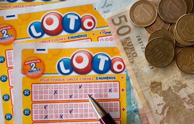 Чоловік показав лайфхак по виграшу в лотерею: 60 мільйонів таємно від сім'ї