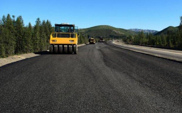 Укравтодор в шоке: канадские дороги ремонтируют помидорами