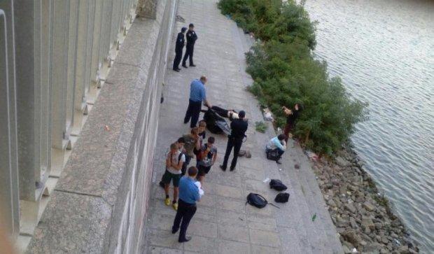 Хлопчик впав з недобудованого мосту в Києві (фото)