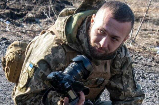 Морський піхотинець навіть на службі не закинув хобі: фотоапарат наперевагу зброї