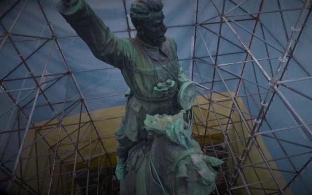 """Стало відомо, коли і куди """"поскаче"""" пам'ятник Щорсу"""