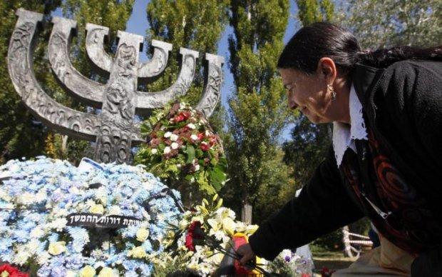 Пам'ятник жертвам Голокосту не дає спокою вандалам