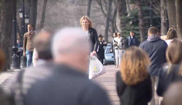 Украинцы на улице, скриншот: Youtube