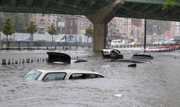 Улюблений курорт українців повністю затопило: дороги перетворилися на річки, безліч загиблих і поранених