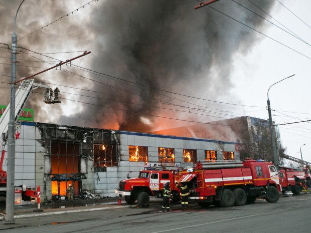 Пекельне полум'я поглинуло український ТЦ: сотні людей опинилися в пастці, рятувальники розриваються