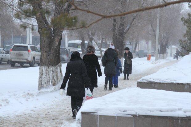 Мороз, сніг з дощем та ожеледиця: підступна стихія влаштує франківчанам ігри на виживання 28 січня