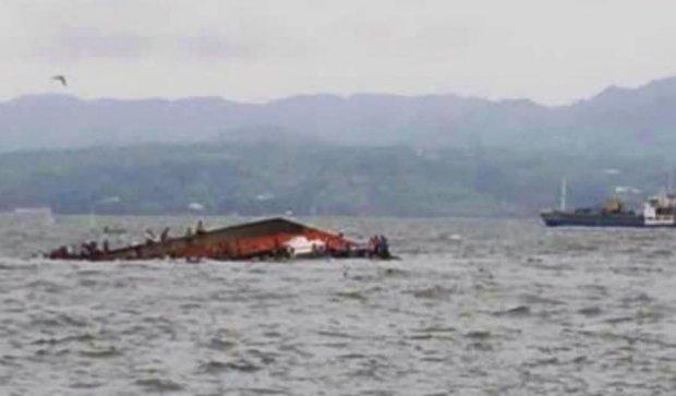 На Філіппінах перевернувся паром зі 173 пасажирами
