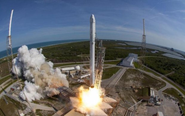 Falcon 9 или НЛО? Творение Маска испугало американцев