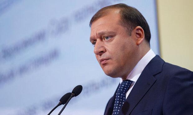 Из Харьковской ОГА уволили скандального дружка Добкина: держали вместе на глазах у всего города