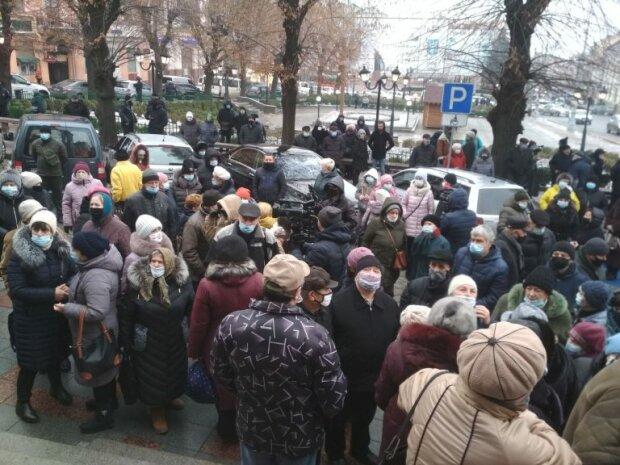 """Бешеные тарифы и локдаун довели черновчан до истерики, пришли к Кличуку: """"Делайте что-то!"""""""