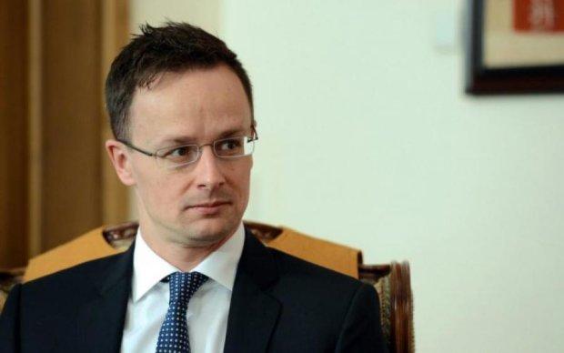 Венгрия продолжила коварный шантаж Украины