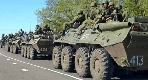 Кримчанин зафільмував величезну колону російської техніки (відео)