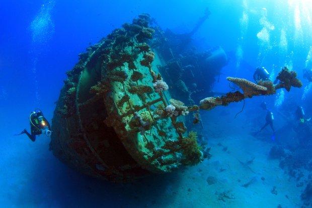 Корабль на дне моря